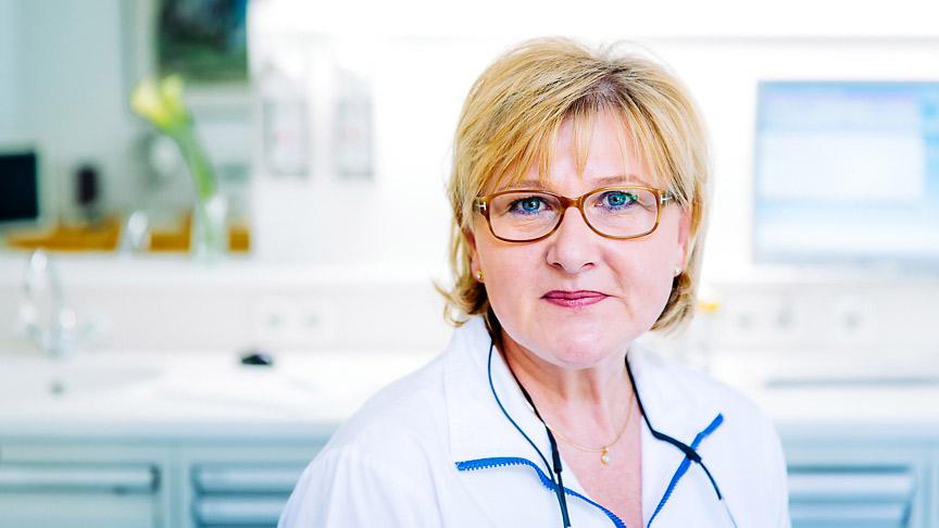DR. BETTINA SEEHER